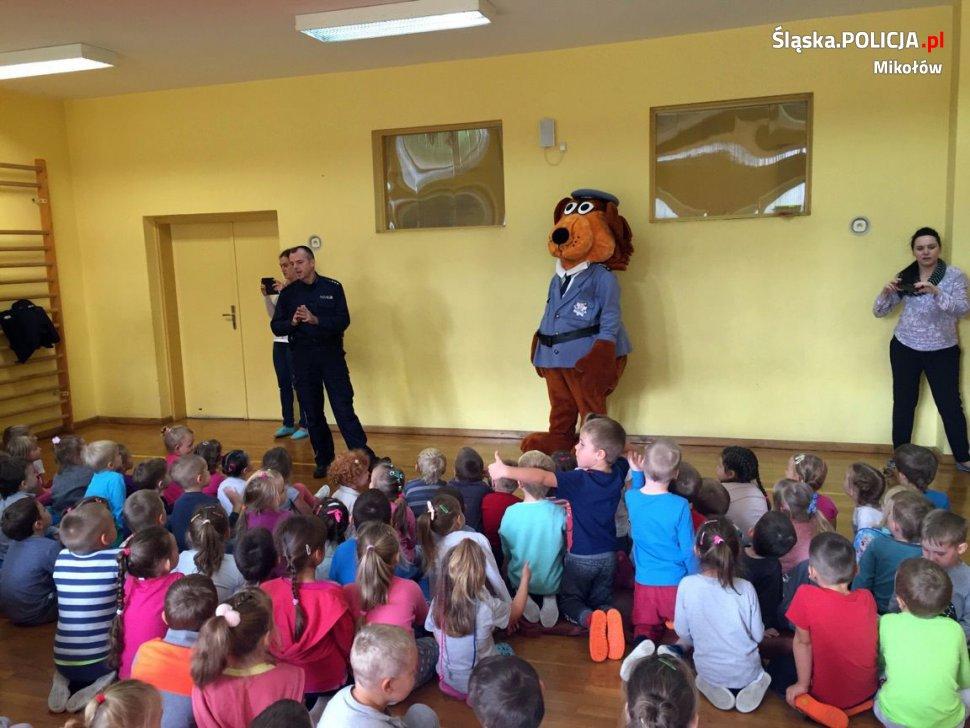 Policjanci edukują w przedszkolach