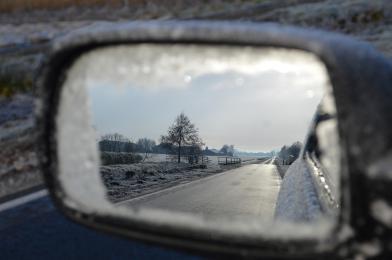 Zmienne warunki atmosferyczne - policjanci apelują o ostrożną jazdę