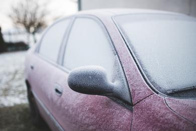 Zmienne warunki atmosferyczne - policja apeluje do kierowców o ostrożną jazdę